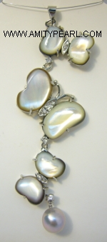 Pendant - Butterfly-shaped shell and Pearl.JPG